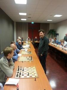 Pascal Losekoot speelt simultaan tegen Denk en Zet (2)